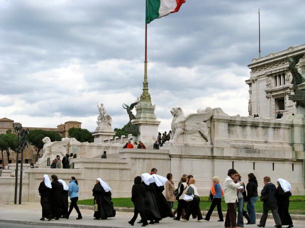 Nuns Rome-ing